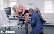 Sensual fuck in the office